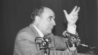 © Jacques PAILLETTE/https://commons.wikimedia.org/wiki/File:Meeting_Fran%C3%A7ois_MITTERRAND_Caen_1981.jpg